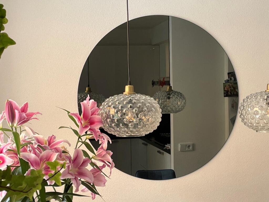 Ronde grijze spiegel